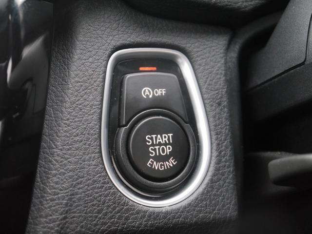 スマートキーシステムのコンフォートアクセスはもちろん、リアバンパー下に足をくぐらせるだけでトランクを開けることが出来るスマートオープントランクも装備!