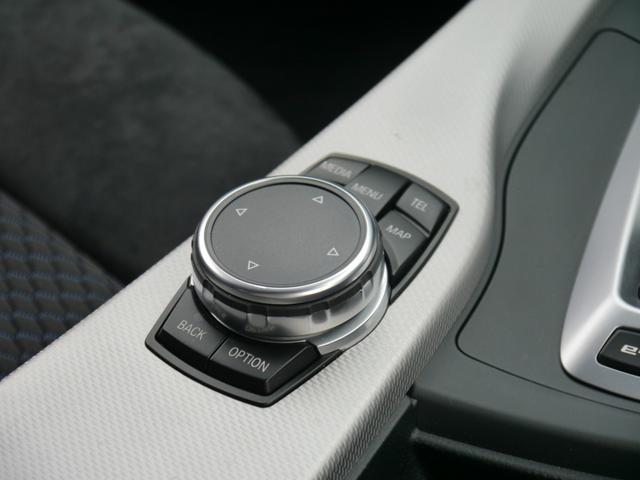 タッチパッド対応!シフトノブ後方のダイヤルで、ナビ オーディオの操作が可能です。安全性を考慮して、ドライビングポジションを崩さずに全ての操作が可能なように設計されています。