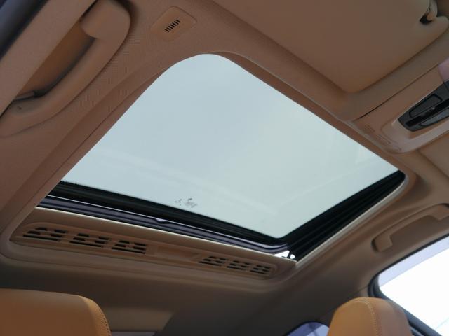 稀少オプションガラスサンルーフ装着車輌です。室内が明るくなり、開放感がアップします。