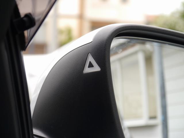 レ-ンチェンジウォーニングを含めたインテリジェントセーフティ機能付き!安全装備の車線逸脱警告や衝突被害軽減ブレーキ歩行者検知警告機能も備える一台で御座います!