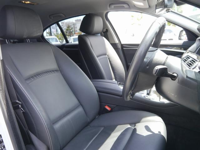 質感の高いヒーター付ブラックレザーシート(メモリー付電動)・2パターンまでシートポジションをメモリーできる嬉しい装備です。