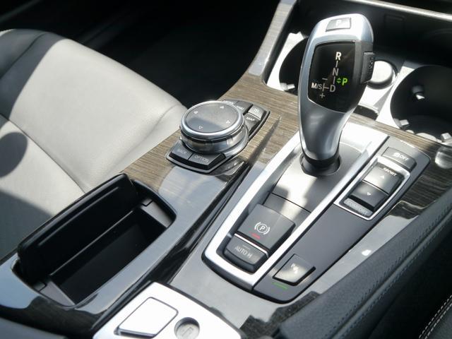 8速AT電子シフト搭載!オートマ段数は8速に!燃費とパフォーマンスを両立しております!BMWテクノロジーの詰まったユニットです!