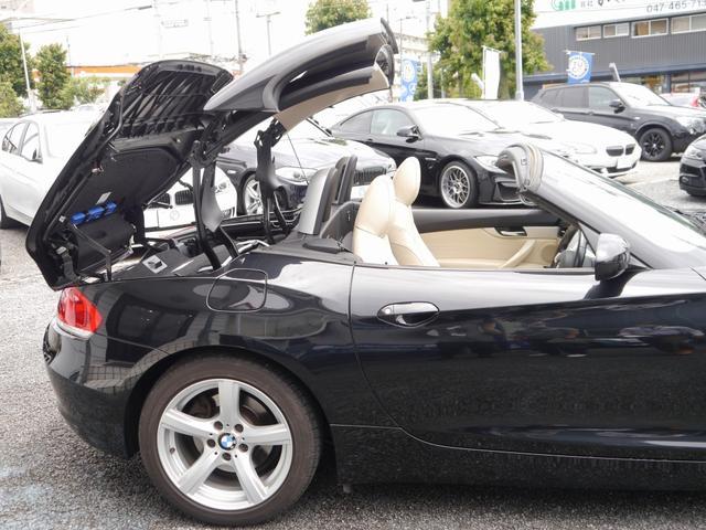 電動ハードトップを採用した、本格2シーターオープンカーで御座います!風を感じて頂き気持ちのいいドライブをお楽しみ頂ける1台で御座います。
