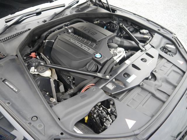 3000cc直列6気筒BMWツインパワーターボガソリンエンジン搭載!306馬力(カタログ値)を発生し、ストレスなく走行可能です!