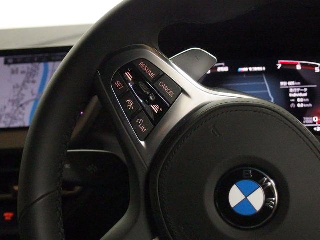 ACCは、レーダーやカメラが前走車や車線を検知し前方車両との車間距離を維持しながら自動で加減速を行い、低速走行時には車両停止までの制御を行ないます。