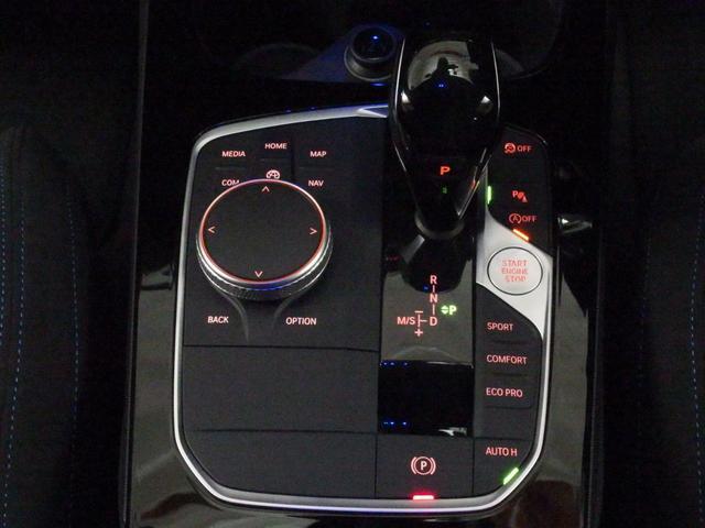 電子制御付8速スポーツAT(ステップトロニック付き)は、スポーティーな加速性能だけでなく燃費向上にも貢献。より素早いシフトチェンジで快適なドライビングを可能にします。