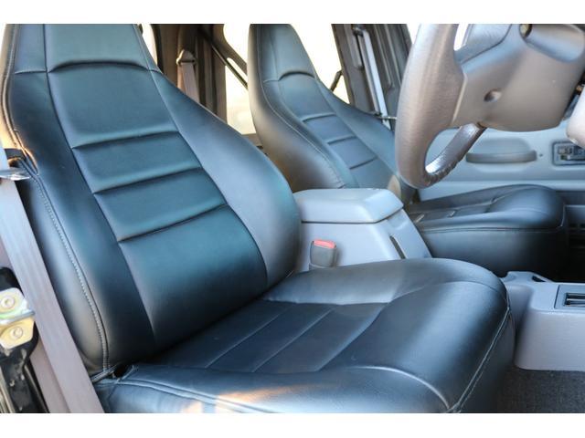 フロントシートはシートカバー装着!
