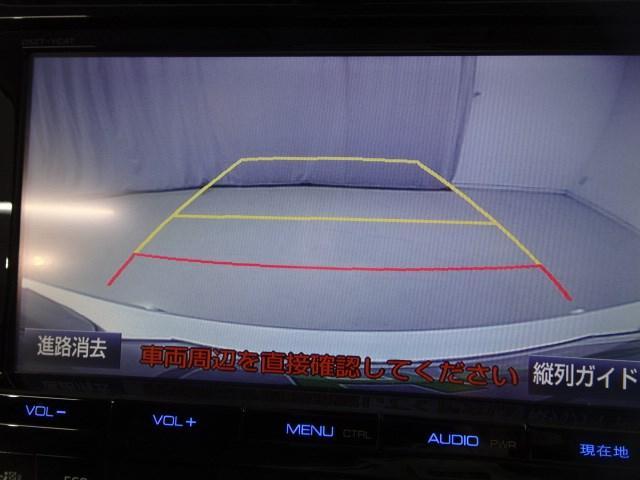 バックモニターが付いているので、狭い場所での車庫入れや障害物との間隔確認などに便利です。
