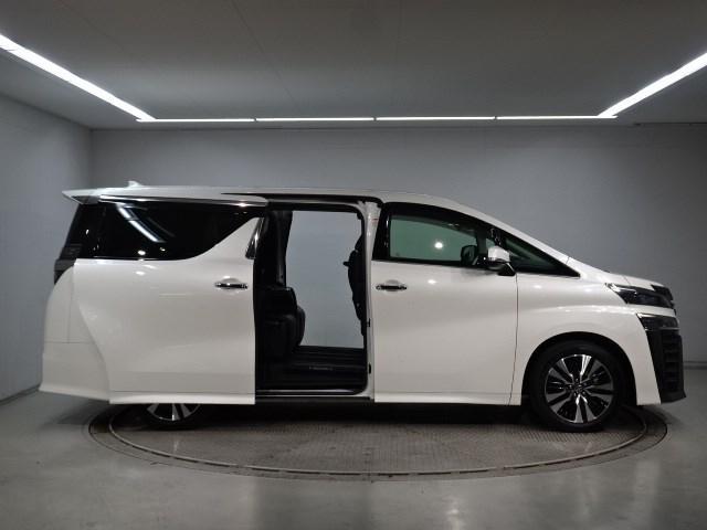2.5Z Gエディション 7,699Km 大型ナビTV 後席ディスプレイ 衝突被害軽減システム 踏み間違い防止ブレーキ シートヒーター シートエアコン ETC 両側電動ドア 新車保証継承 ドライブレコーダー(3枚目)