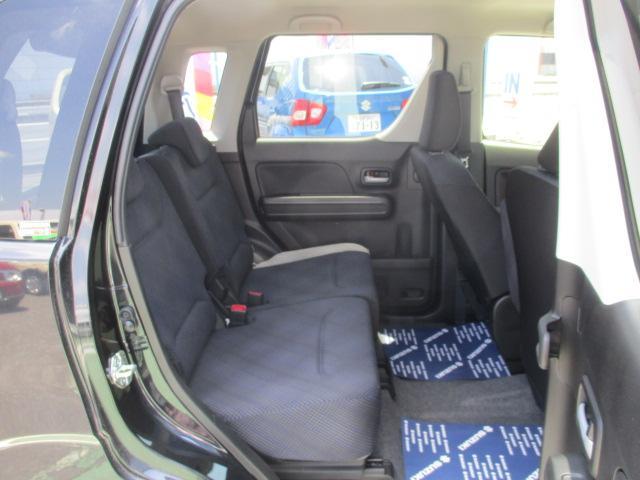 リヤシートはほとんど使用感なくきれいです。