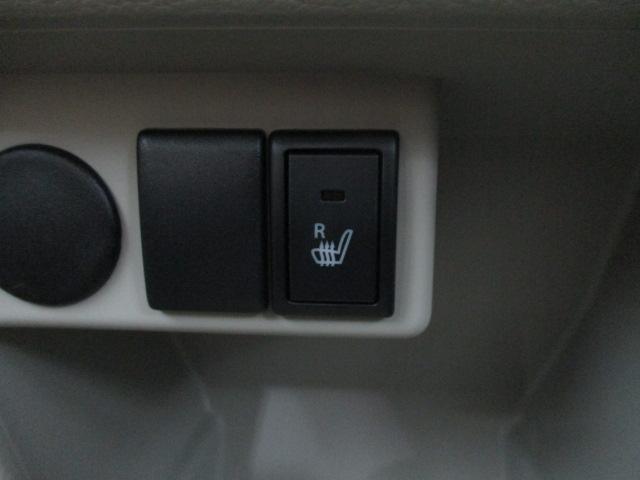 運転席シートヒーターが標準装備。