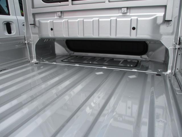 荷台床面をキャビン下まで伸ばしたレイアウト!長尺物も積載OK!!