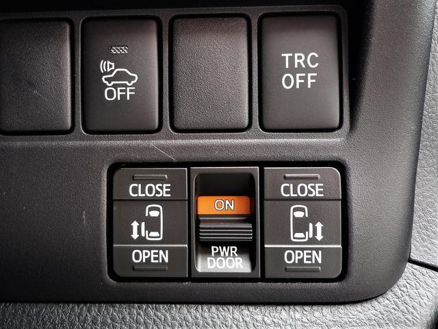両側自動ドアのメインスイッチは運転席右前のあり真ん中のパワーをOFFにすれば手動にできますので、お子様のいたずら防止や洗車時に役立ちます。