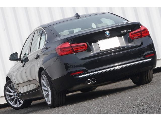 BMW BMW 330eLUX黒革PサポACCクルコンHUD自動縦列18AW