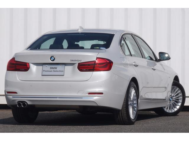 BMW BMW 320LXY黒革ヒートウッド純正ナビカメラACC前後接近警告