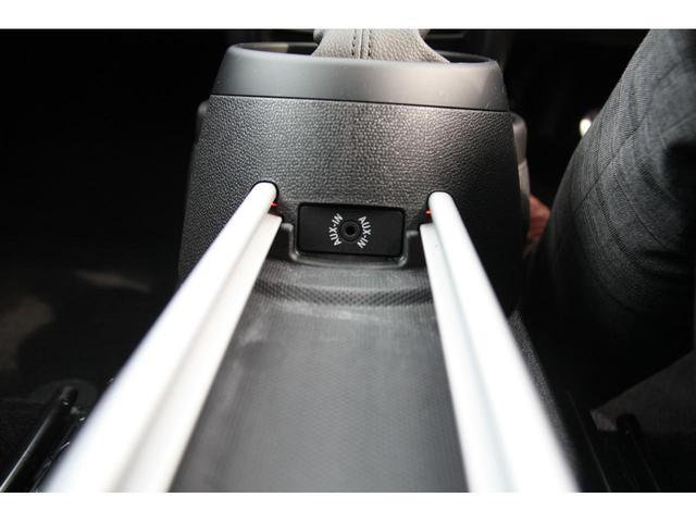 クーパーSD クロスオーバー クリーンディーゼル クーパーSD ブラックデザインパッケージ 18インチアルミ ALL4エクステリア ピアノブラックデザインパッケージ ブラックエクステリア ブラックリフレクターヘッドライト(19枚目)
