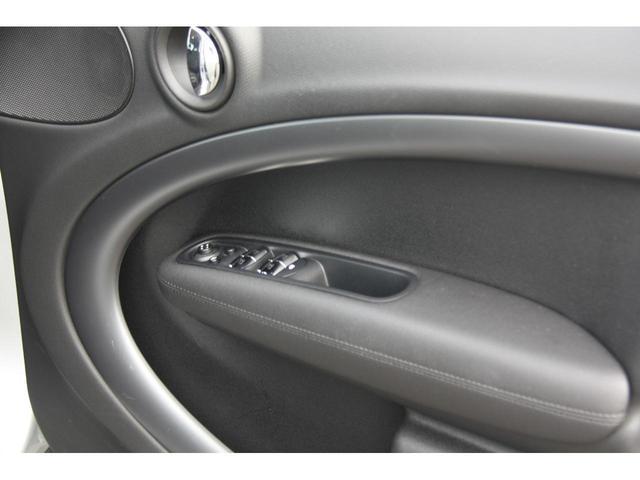 クーパーSD クロスオーバー クリーンディーゼル クーパーSD ブラックデザインパッケージ 18インチアルミ ALL4エクステリア ピアノブラックデザインパッケージ ブラックエクステリア ブラックリフレクターヘッドライト(20枚目)