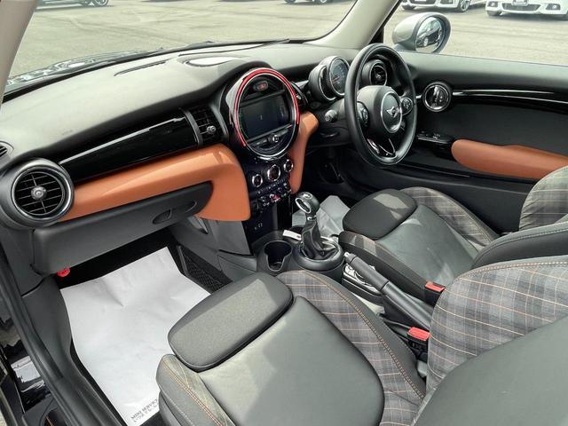クーパーS セブン 特別仕様車『SEVEN』 専用インテリア ハーフレザーシート 専用17インチアルミ  クルーズコントロール HDDナビ バックカメラ ブラックヘッドライトリング ユニオンジャックテールライト(15枚目)