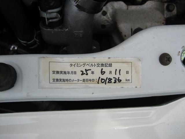 平成25年6月11日101836km時タイミングベルト交換のシールが貼って有ります。