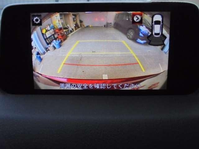 ガイドライン機能付きのリヤカメラが装備されておりますので、後退時にとても便利です。