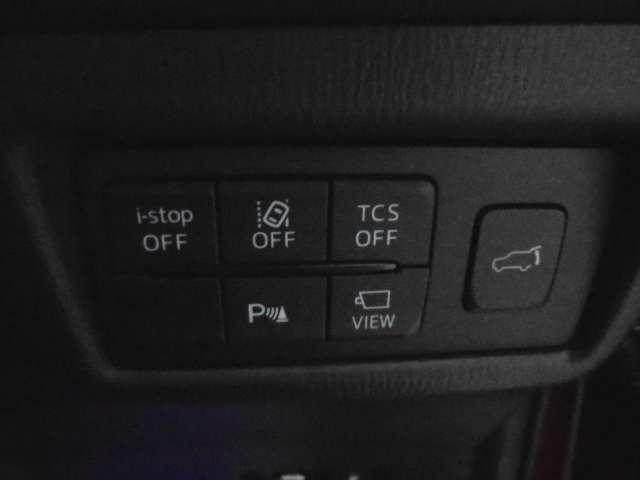 車線逸脱装置、アイドリングストップ、コーナーセンサーパワーバックドアが装備されております。