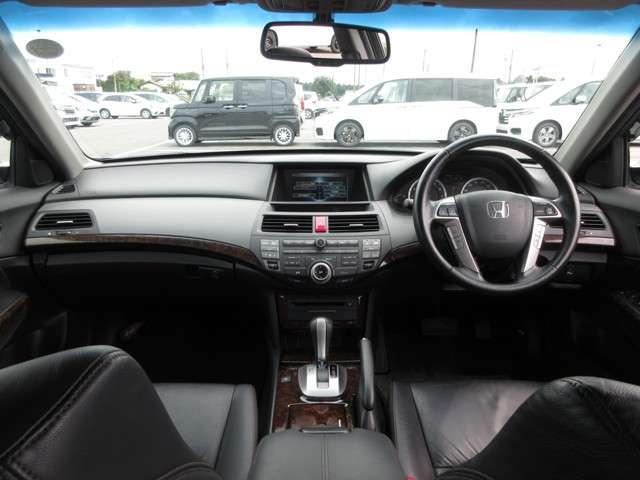 35TL Honda認定中古車 ナビ ワンセグTV バックカメラ 電動サンルーフ ディスチャージヘッドライト 本革シート シートヒーター スマートキー セキュリティアラーム ETC車載器 ワンオーナー車(5枚目)
