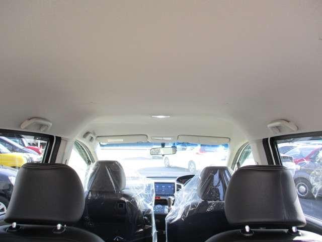 ヘッドクリアランスも余裕の天井です。背の高い方もゆとりをもってお座りいただけます♪