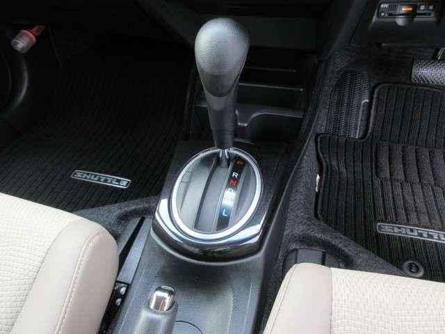 ハイブリッド・スマートセレクション 認定中古車 CD HIDヘッドライト オートライト クルーズコントロール 横滑り防止装置 盗難防止装置 ETC スマートキー ワンオーナー車(12枚目)