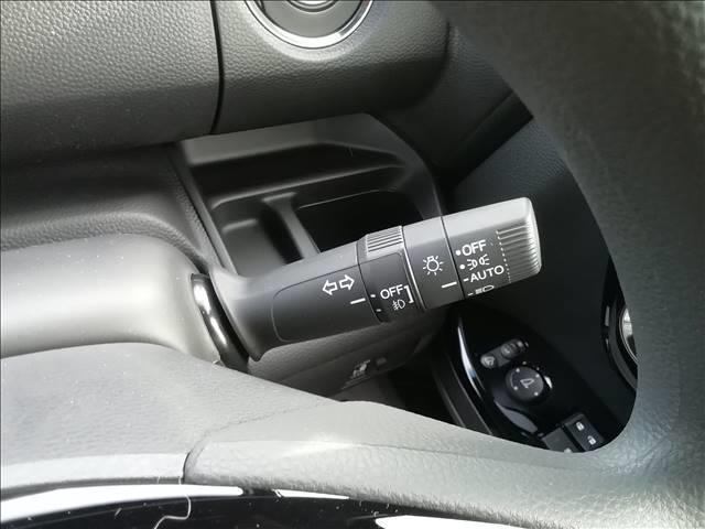 カスタム L 届出済未使用車 片側電動スライドドア 衝突軽減ブレーキ LEDヘッドライト スマートキー プッシュスタート オートエアコン アイドリングストップ 禁煙車 パワーステアリング パワーウインドウ 修復歴無(14枚目)