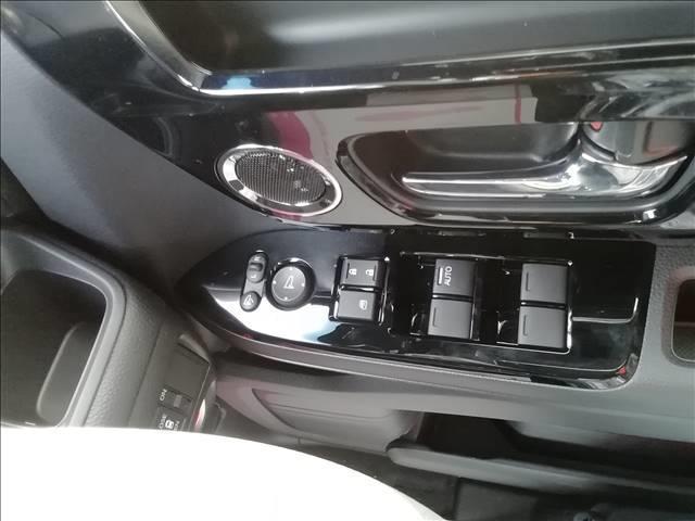 カスタム L 届出済未使用車 片側電動スライドドア 衝突軽減ブレーキ LEDヘッドライト スマートキー プッシュスタート オートエアコン アイドリングストップ 禁煙車 パワーステアリング パワーウインドウ 修復歴無(15枚目)