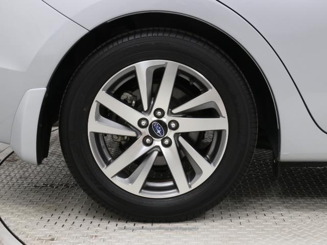 2.0iアイサイト 4WD フルセグ メモリーナビ バックカメラ 衝突被害軽減システム ETC HIDヘッドライト ワンオーナー DVD再生 ミュージックプレイヤー接続可 記録簿 安全装備 オートクルーズコントロール(18枚目)