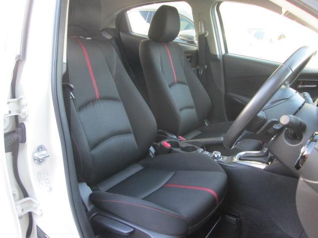 フロントシートはゆったり座れるサイズにしたうえで、シート全体で包み込まれるような心地よいフィット感を実現しています。またシートには状況に合わせて温度を3段階に調節できるシートヒーターを標準装備。