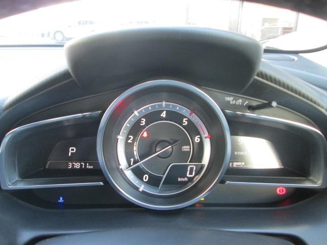 XDツーリングではアナログ式タコメーターを装備。またメーターにはi-DMインテリジェント・ドライブ・マスターを装備。ドライバーの運転についてランプの色やスコアで知らせ、運転終了後にはアドバイスも表示。