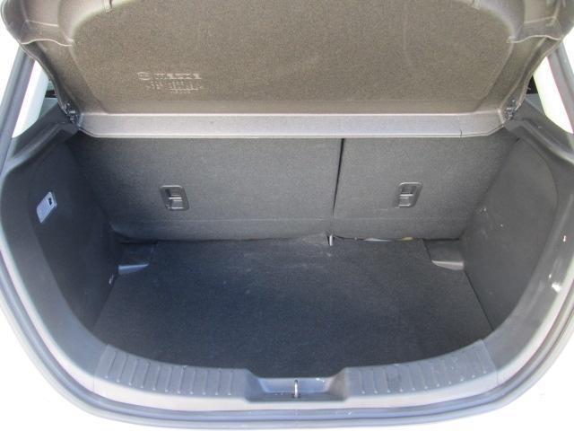 荷物の積み下ろしがしやすいワイドなリアゲート開口幅と、定員乗車時でもしっかりとした荷室容量を確保しています。またリアシートには6:4分割可倒式シートバックを採用しています。