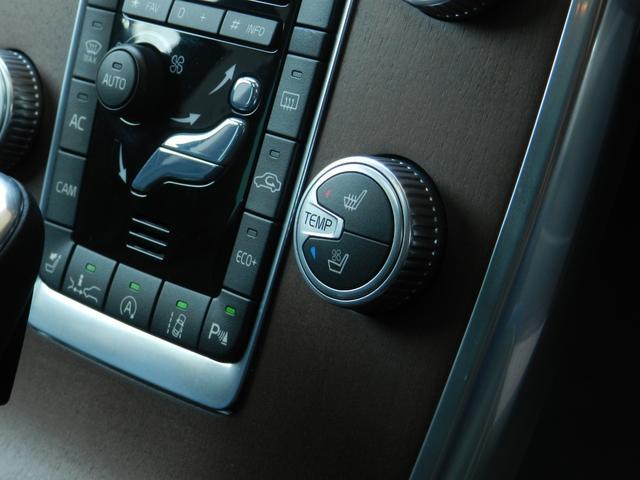 熱い空気や湿気を吸い取るベンチレーション機能や、寒い時期に役立つヒーター機能を装備したシート。