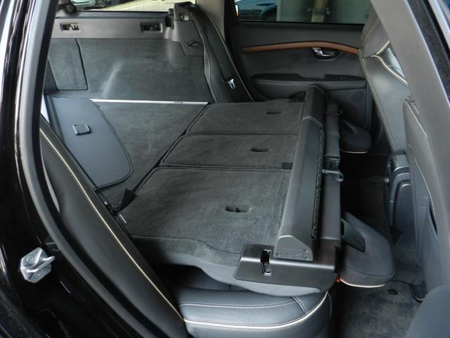 レバーを引くだけで後席が倒れ、広大なラゲッジスペースを確保できます。