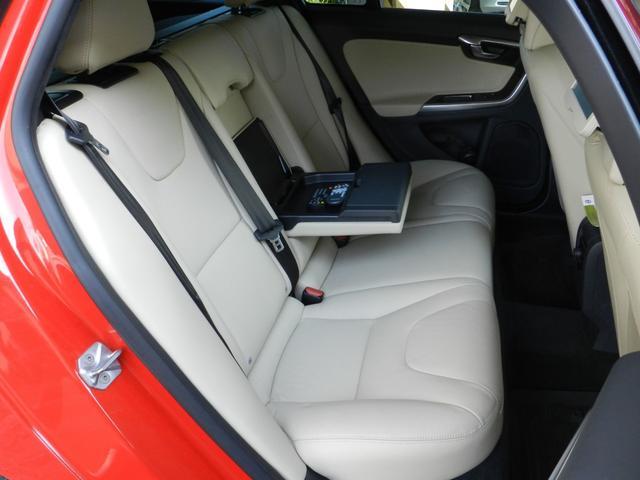 D4 SE 2016年モデル 後席両側モニター(15枚目)