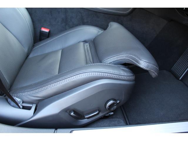 運転席・助手席シートはマッサージ機能を装備。走行中もマッサージを受けられます。