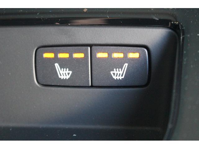 プラスパッケージ(OP価格41万円)を装着しており、リアもシートヒーター付です。