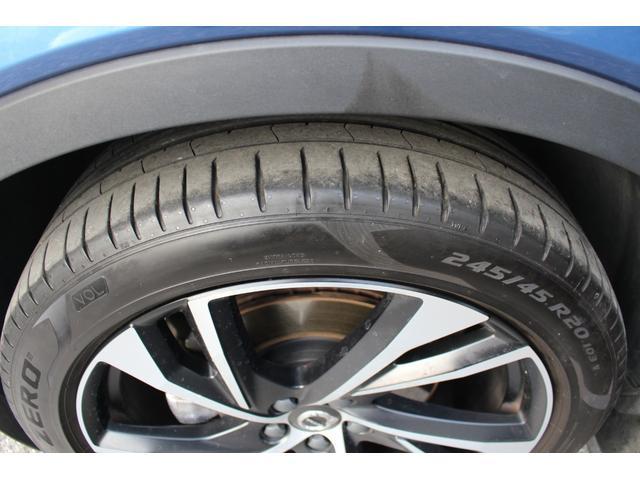 前オーナー様はスタッドレスタイヤを使用していたため、サマータイヤの溝は十分にございます。