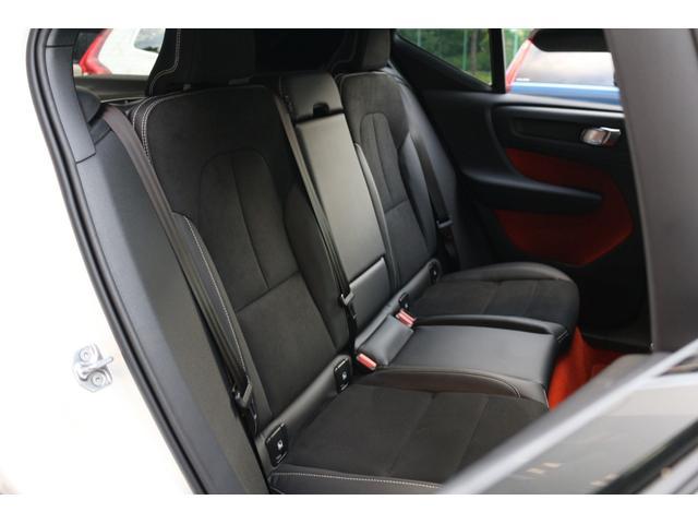 SUVらしく高さに余裕があり、ゆったりと寛げる広さを確保したリアシート。