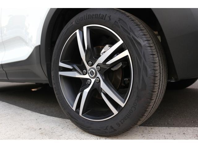 Rデザイン専用の19インチアルミホイールが足元をスポーティに仕上げます。