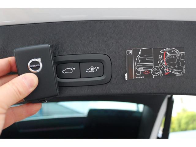 ワンタッチで開閉できる電動リアゲートを装備。さらにキックでも開閉可能です。