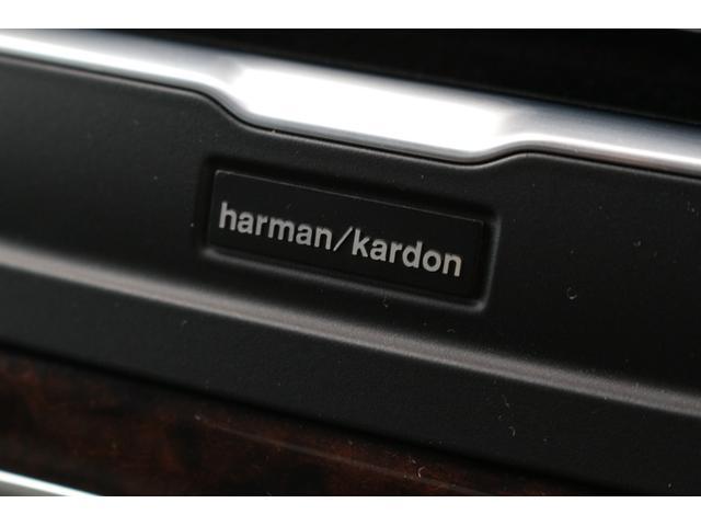 ハーマン・カードンプレミアムサウンドシステムを特別装備。