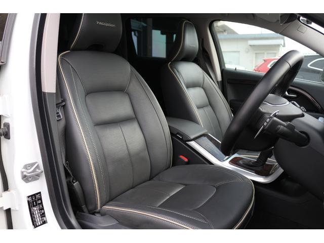 最終モデル・クラシックは、スコットランド産高級プレミアムソフトレザーを全面に採用した贅沢なシートを特別装備。