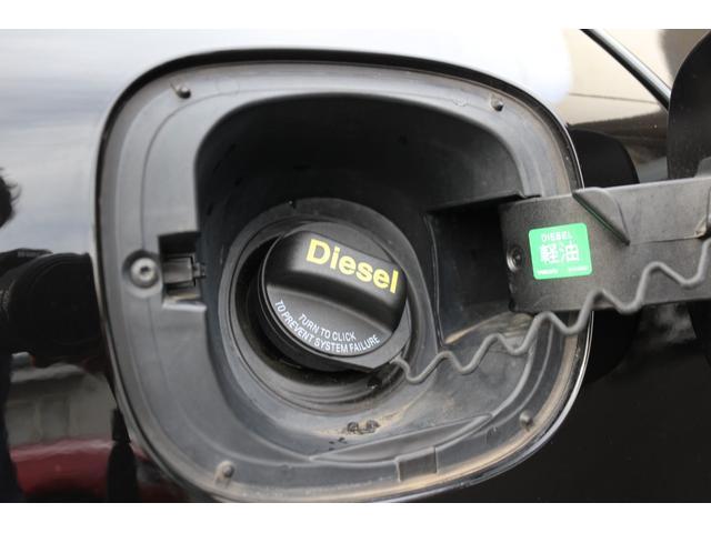 燃料はコストの安い軽油(ディーゼル)ですので、経済性に大変優れたお車です。