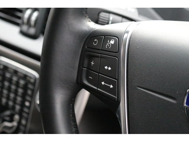 前車を追従して加減速をするアダプティブクルーズコントロール(ACC)を装備。