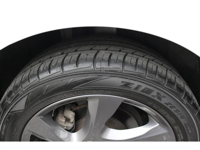 昨年タイヤ交換(国産ブランド)したばかりですので、溝も十分に残っています。