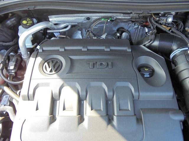 クリーンディーゼルターボエンジン。フル乗車時にも力強い走りが期待できるパワーユニットです。