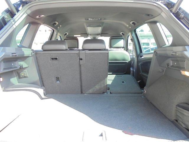 後席は分割可倒式となっております。ラゲージスペースを拡大することが可能です。